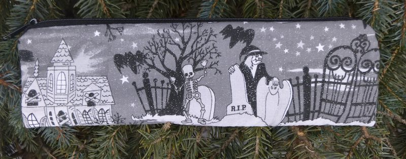 Spooky pouch for paper straws and reusable straws