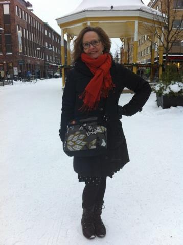 Tilly zippered shoulder bag in Sweden