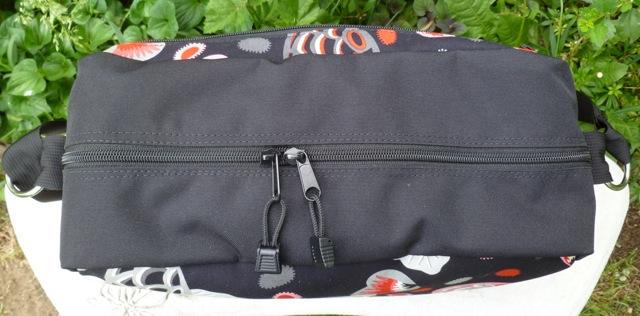 zippered shoulder bag for travel