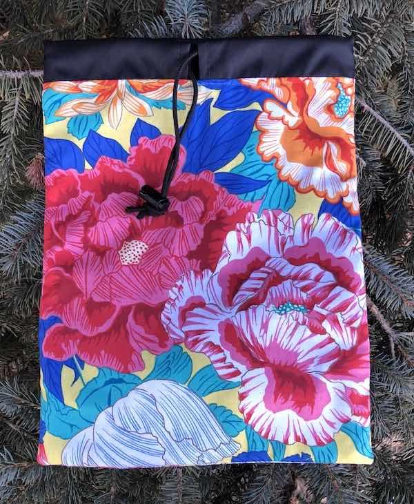 Japanese flowers flat drawstring bag Rummikub tiles, hairbrushes for travel