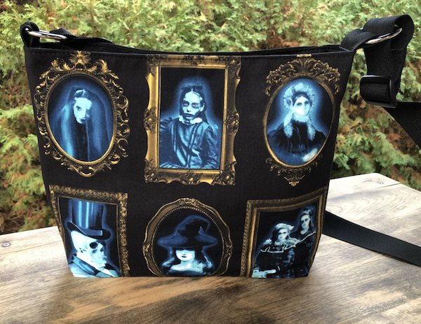 Halloween spooky portrait gallery crossbody purse with pockets