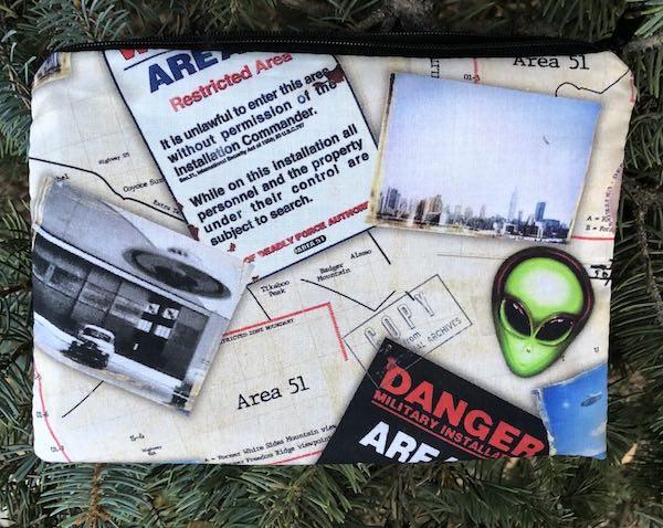 Aliens Area 51 zippered makeup accessory bag