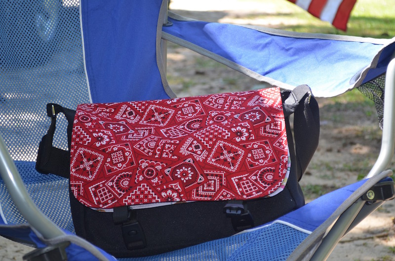Messenger bag with removable flaps