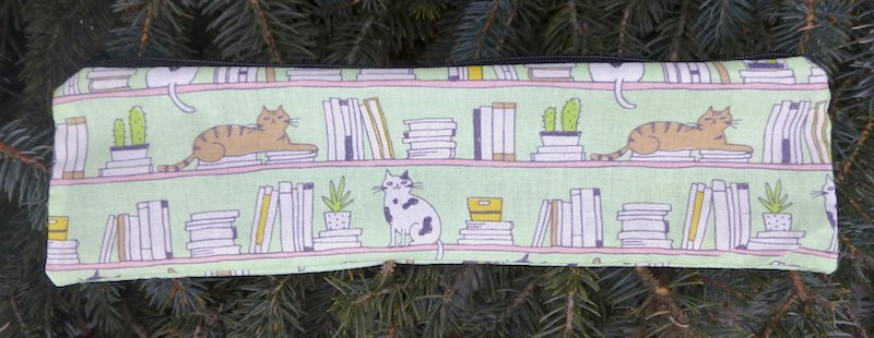 cat's bookshelf pouch for paper straws or reusable straws
