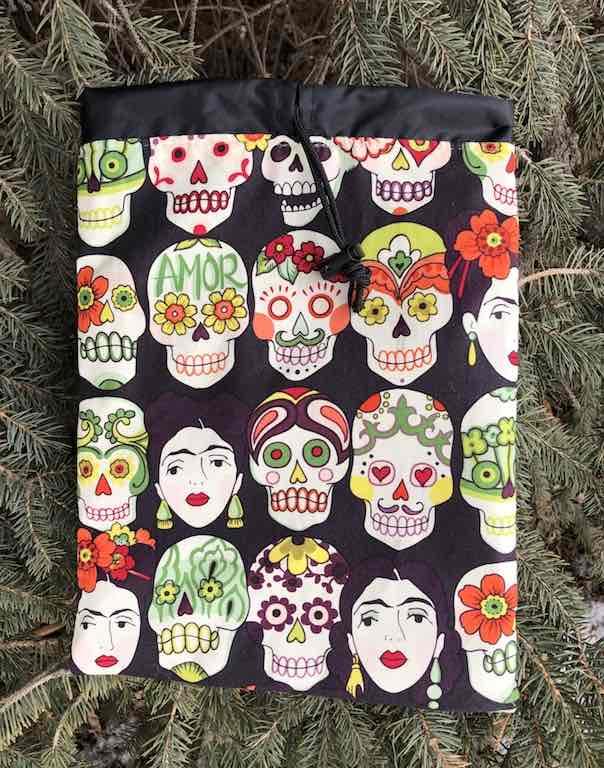 Gotas de Amor Day of the Dead Sugar Skulls Frida Kahlo flat drawstring bag