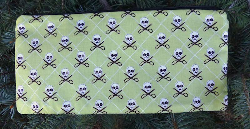 quilt pirate skulls scissors zippered bag
