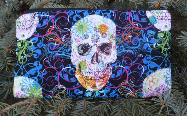 skulls pencil case, crochet hood case