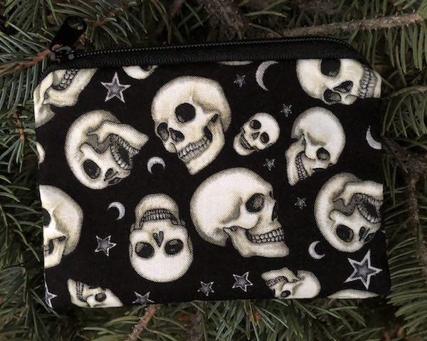 Skulls on purple coin purse small zip bag