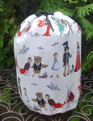 Alice Parade SueBee Round Drawstring Bag