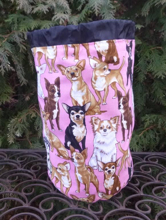 Chihuahua SueBee Round Drawstring Bag