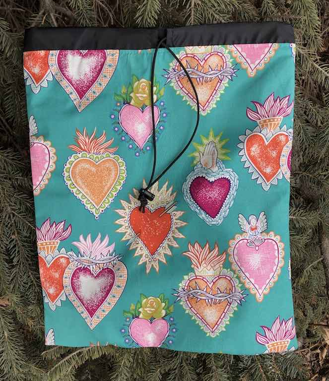 Corazones flat drawstring bag for shoes, lingerie, or knitting, The Flatie