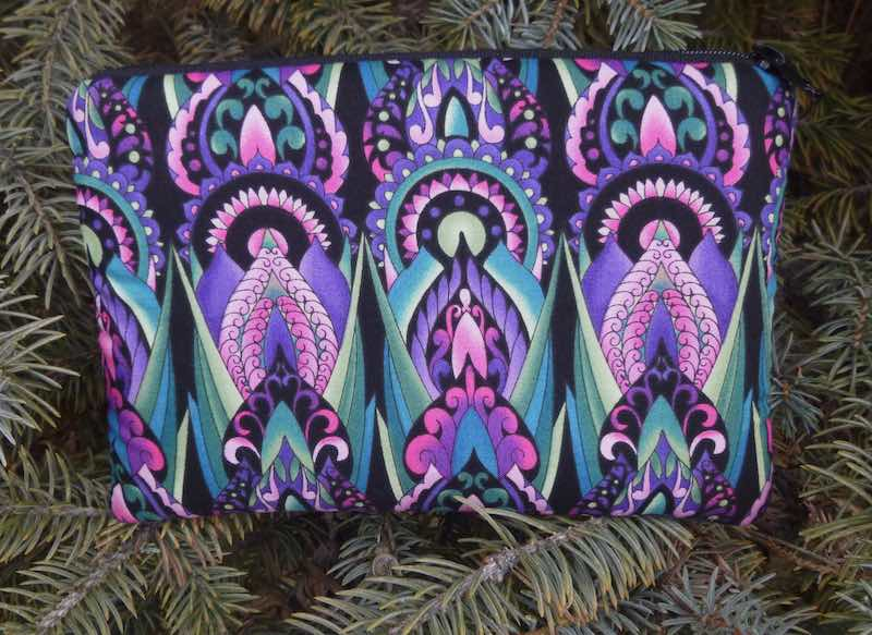 Deco in purple padded case for essential oils, the Essence