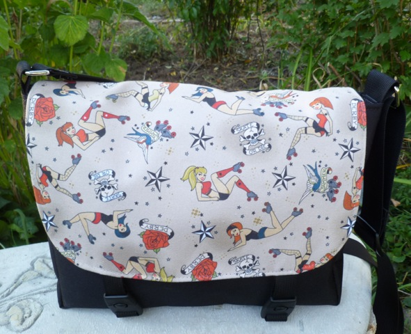 Retro Roller Derby Girls Zeldina Mini Messenger Bag