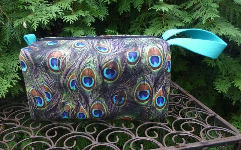 Peacock Feathers Accessory bag, Large Lily