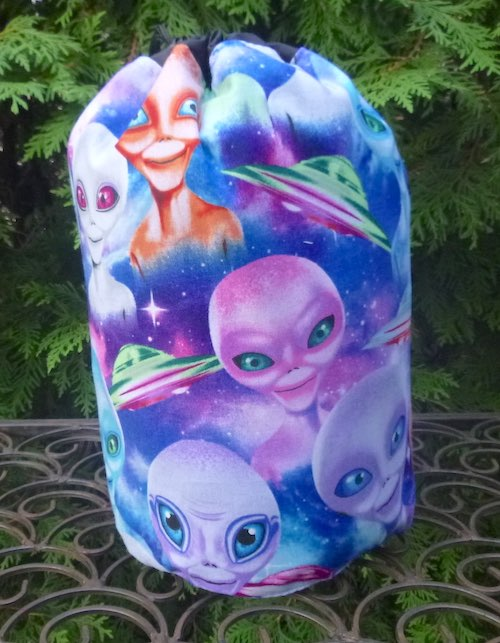 Aliens SueBee Round Drawstring Bag
