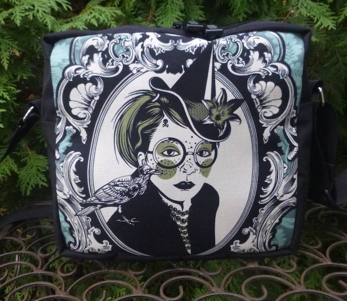 Bella Donna Von Black  Shoulder Bag, The Raccoon Plus