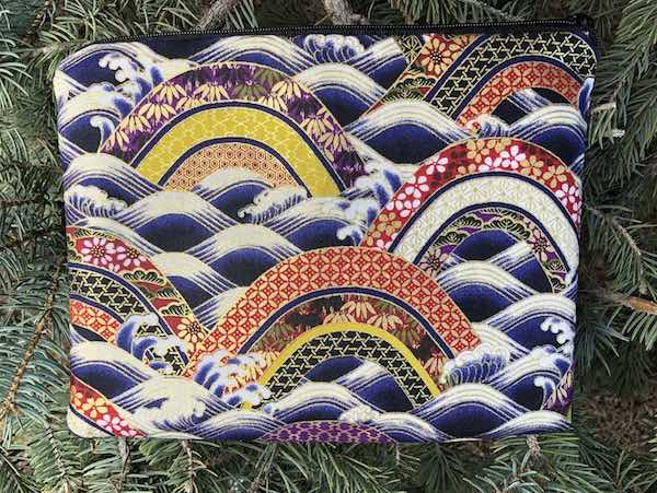 Blue Scallops Mahjongg card and coin purse, The Slide