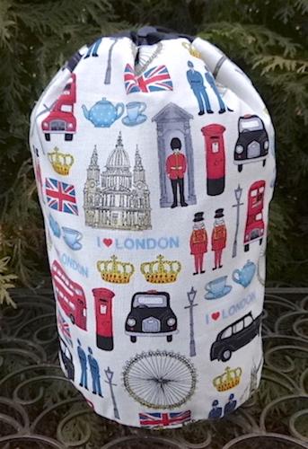 I Love London SueBee Round Drawstring Bag