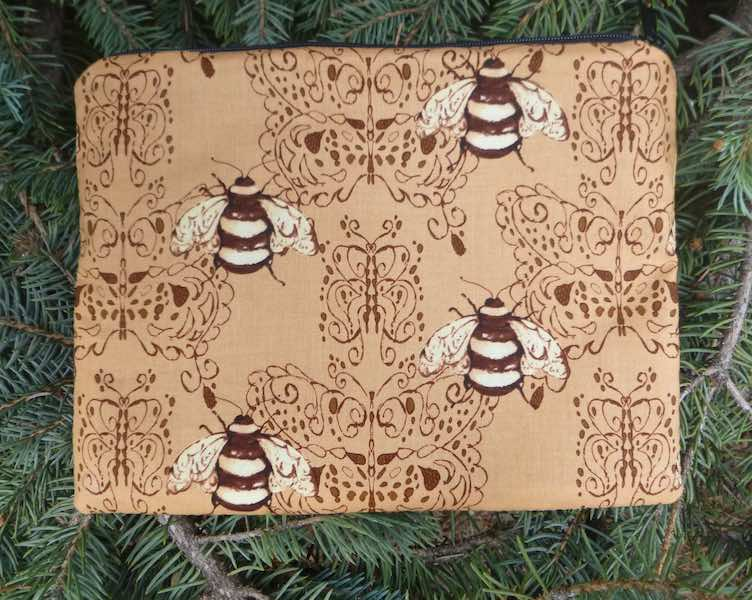 Bee Damask Mahjongg card and coin purse, The Slide