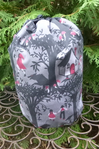 Black Forest SueBee Round Drawstring Bag