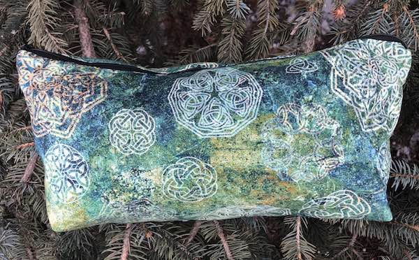 Celtic Knots light or dark, Large Zini Flat Bottom Bag