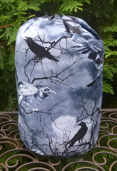 Crows SueBee Round Drawstring Bag