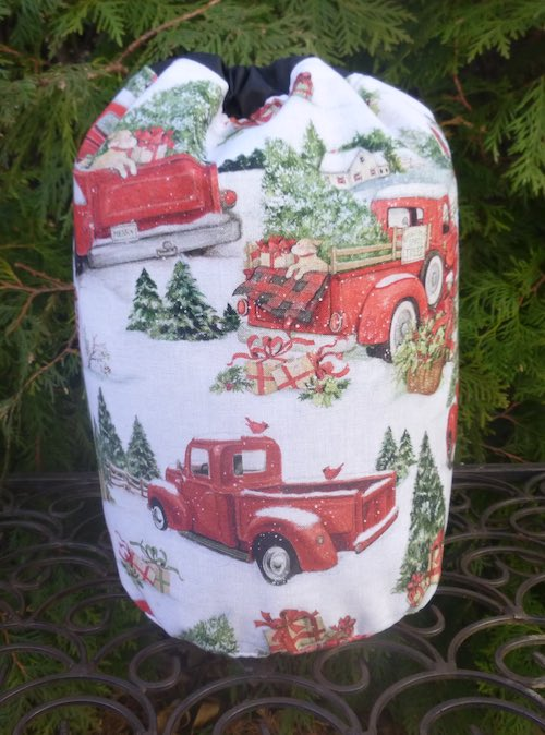 Evergreen Tree Farm SueBee Round Drawstring Bag