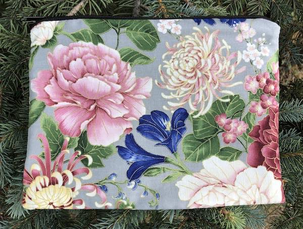 Peonies and Mums Mahjongg card and coin purse, The Slide