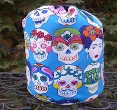 Gotas de Amor in blue SueBee Round Drawstring Bag