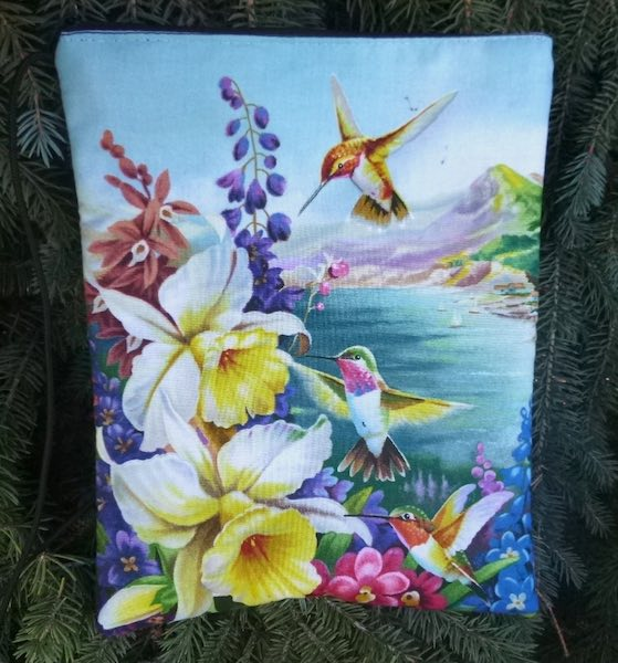 Hummingbirds ands Daffodils Dove purse on a string