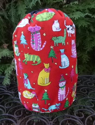 Jingle Cats SueBee Round Drawstring Bag
