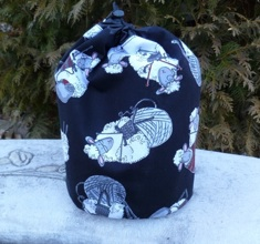 Knitting sheep SueBee Round Drawstring Bag