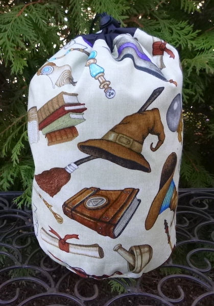 Making Magic SueBee Round Drawstring Bag