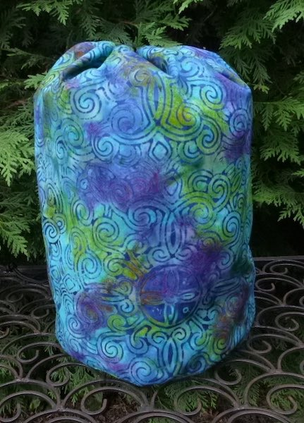 Medallion Twist Batik drawstring bag, The Large Suebee