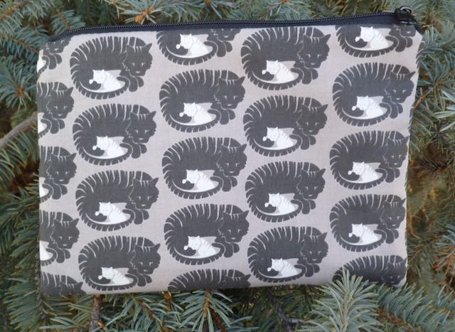 Momma Tabby zippered bag, The Scooter