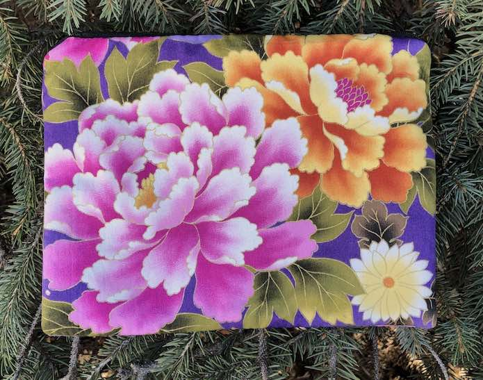 Peonies Mahjongg card and coin purse, The Slide