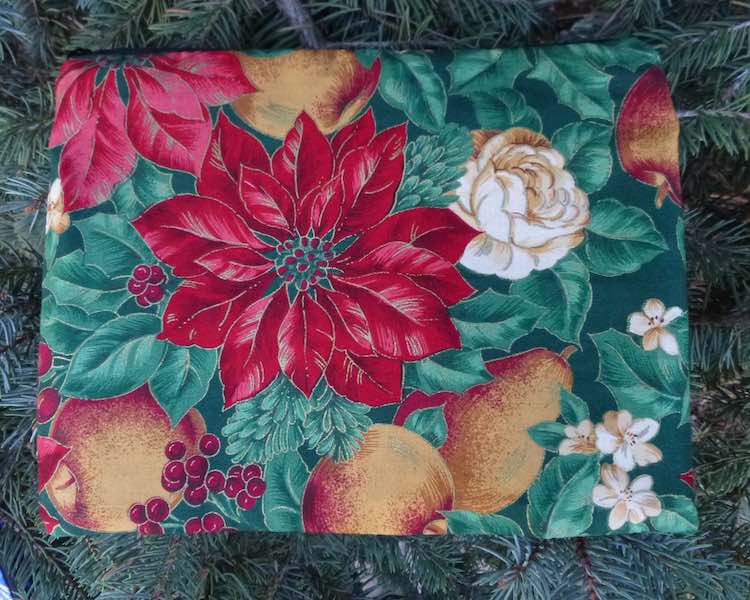 Poinsettia Mahjongg card and coin purse, The Slide