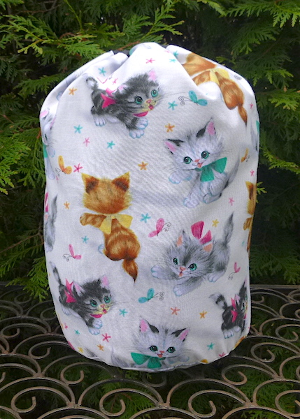 Retro Kitties drawstring bag, The Large Suebee