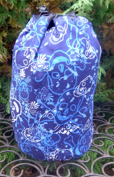 Skulls on Blue SueBee Round Drawstring Bag