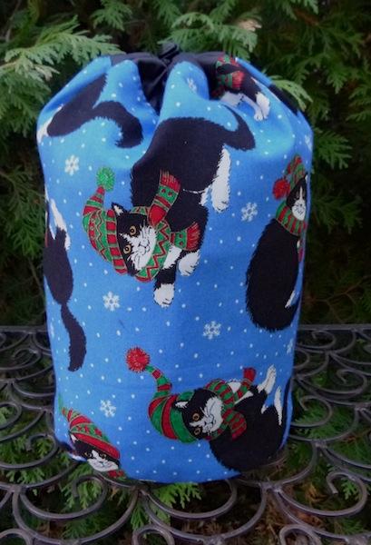 Snowflake Cats SueBee Round Drawstring Bag