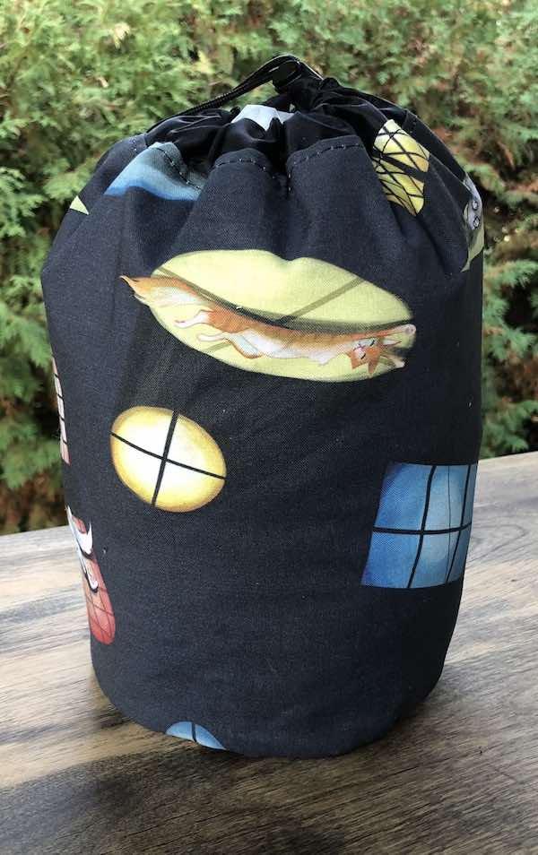 Sun Lovers SueBee Round Drawstring Bag