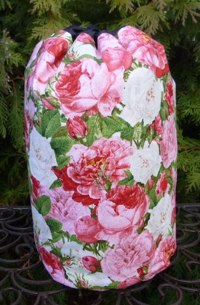 Vintage Roses SueBee Round Drawstring Bag