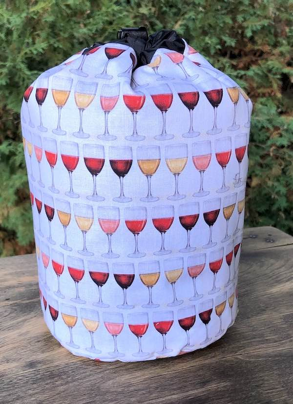 Wine Glasses SueBee Round Drawstring Bag
