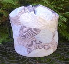 Yarnie in Brown SueBee Round Drawstring Bag